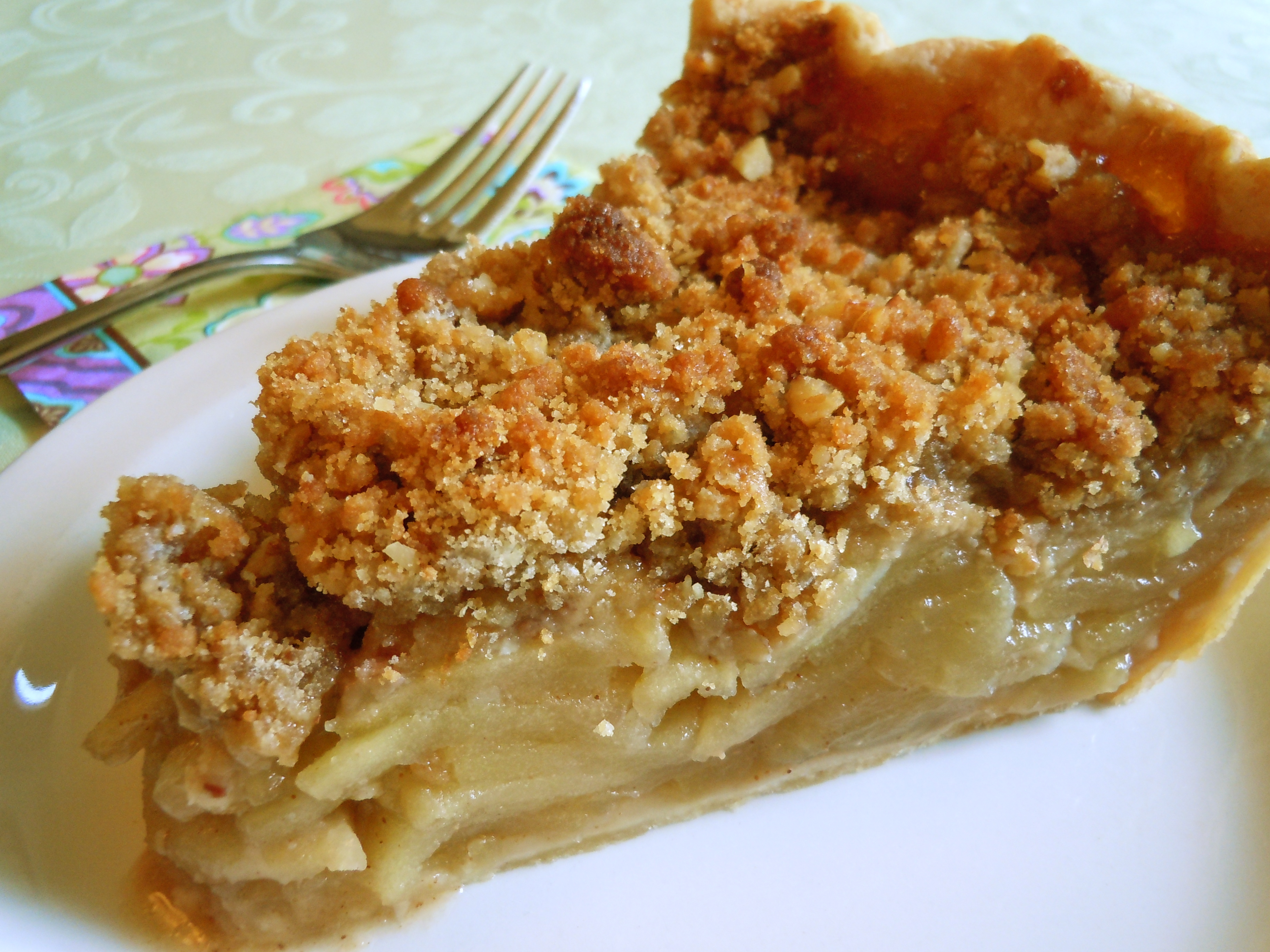 streusel topping and the subtle maple flavor with the apples