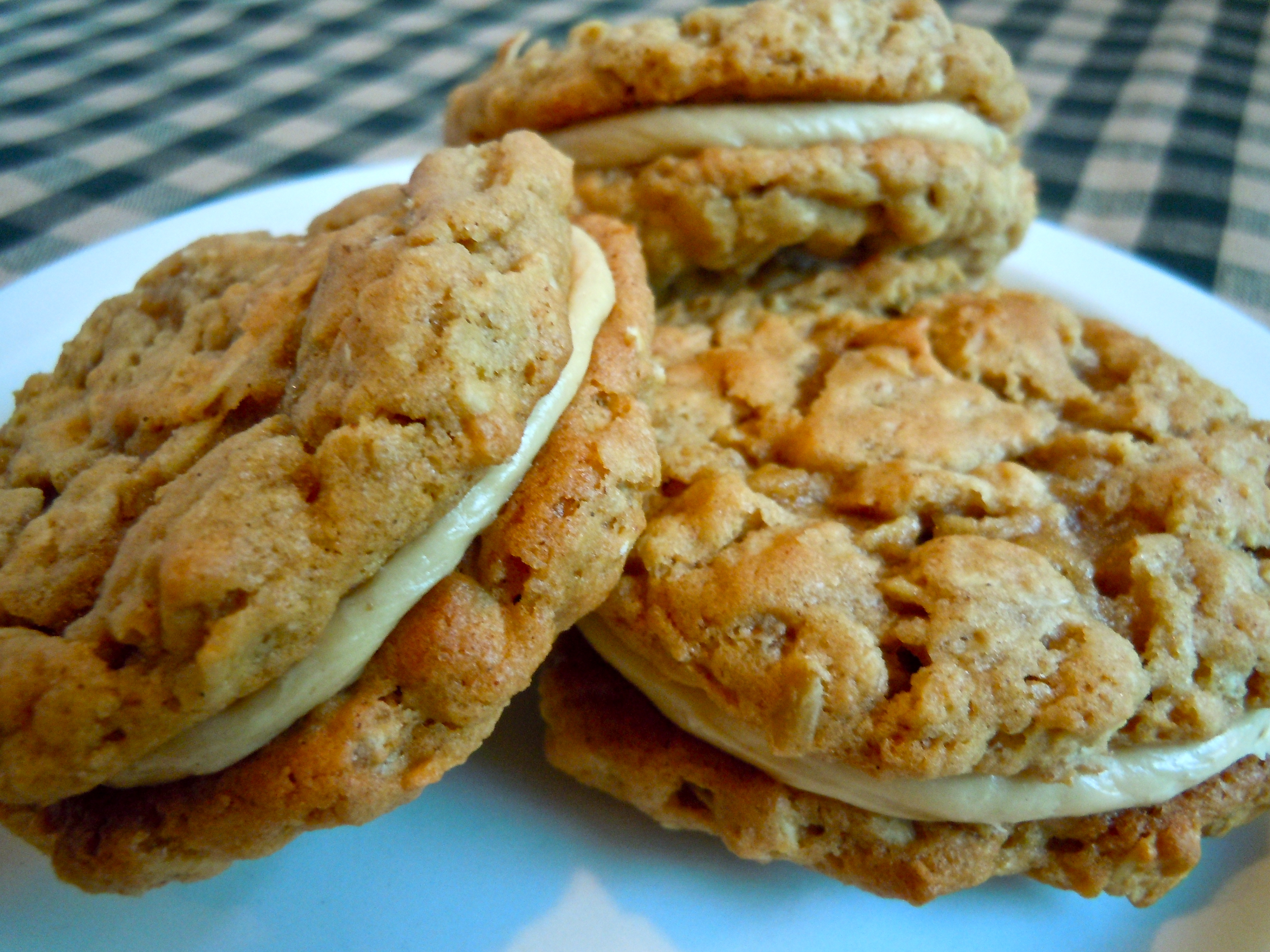 Peanut Butter Oatmeal Sandwich Cookies with Peanut Butter Marshmallow ...