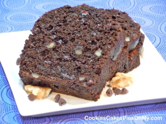 Double Chocolate Walnut Banana Bread | CookiesCakesPiesOhMy
