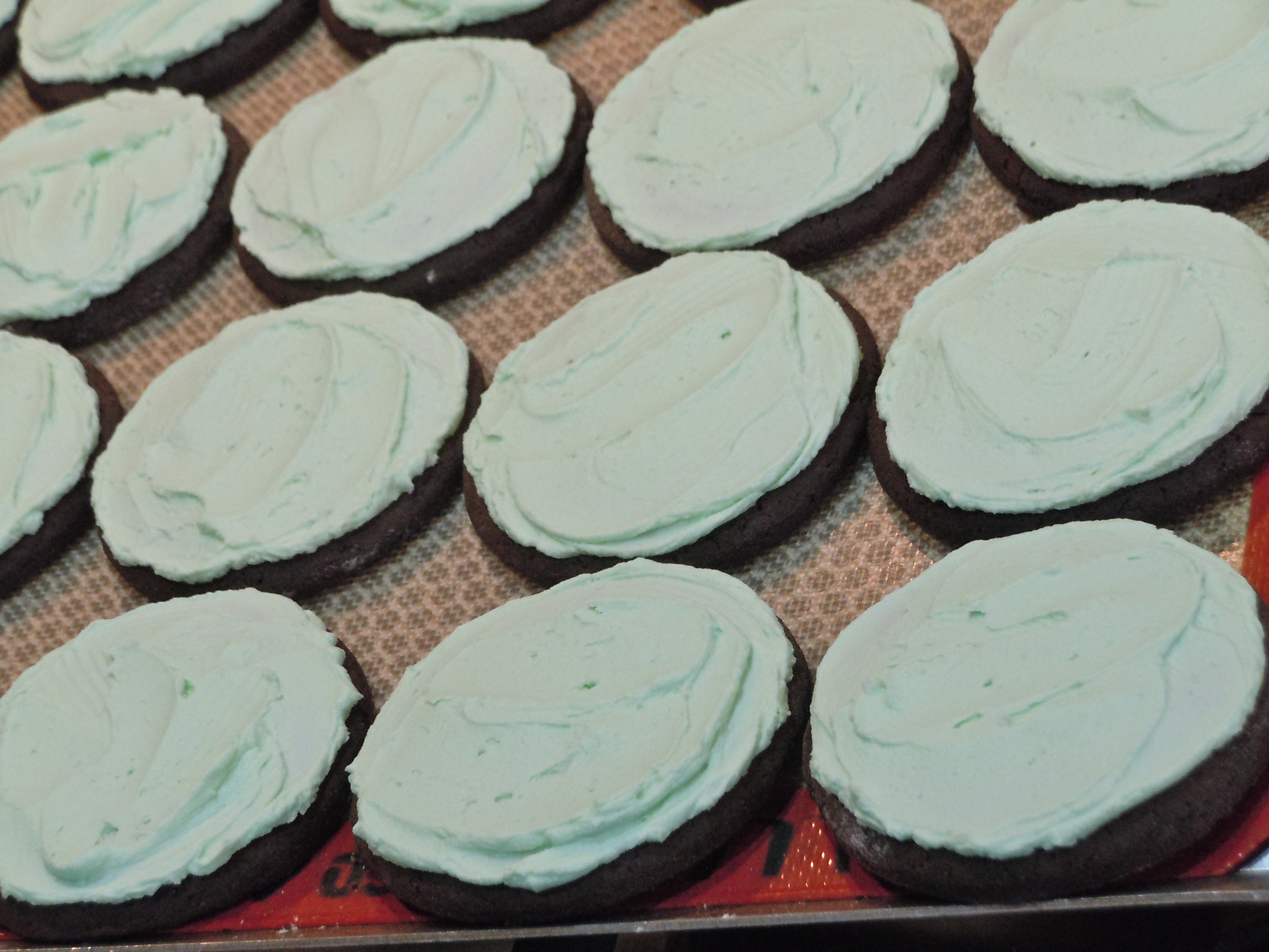 Double Frosted Chocolate Mint Cookies | CookiesCakesPiesOhMy