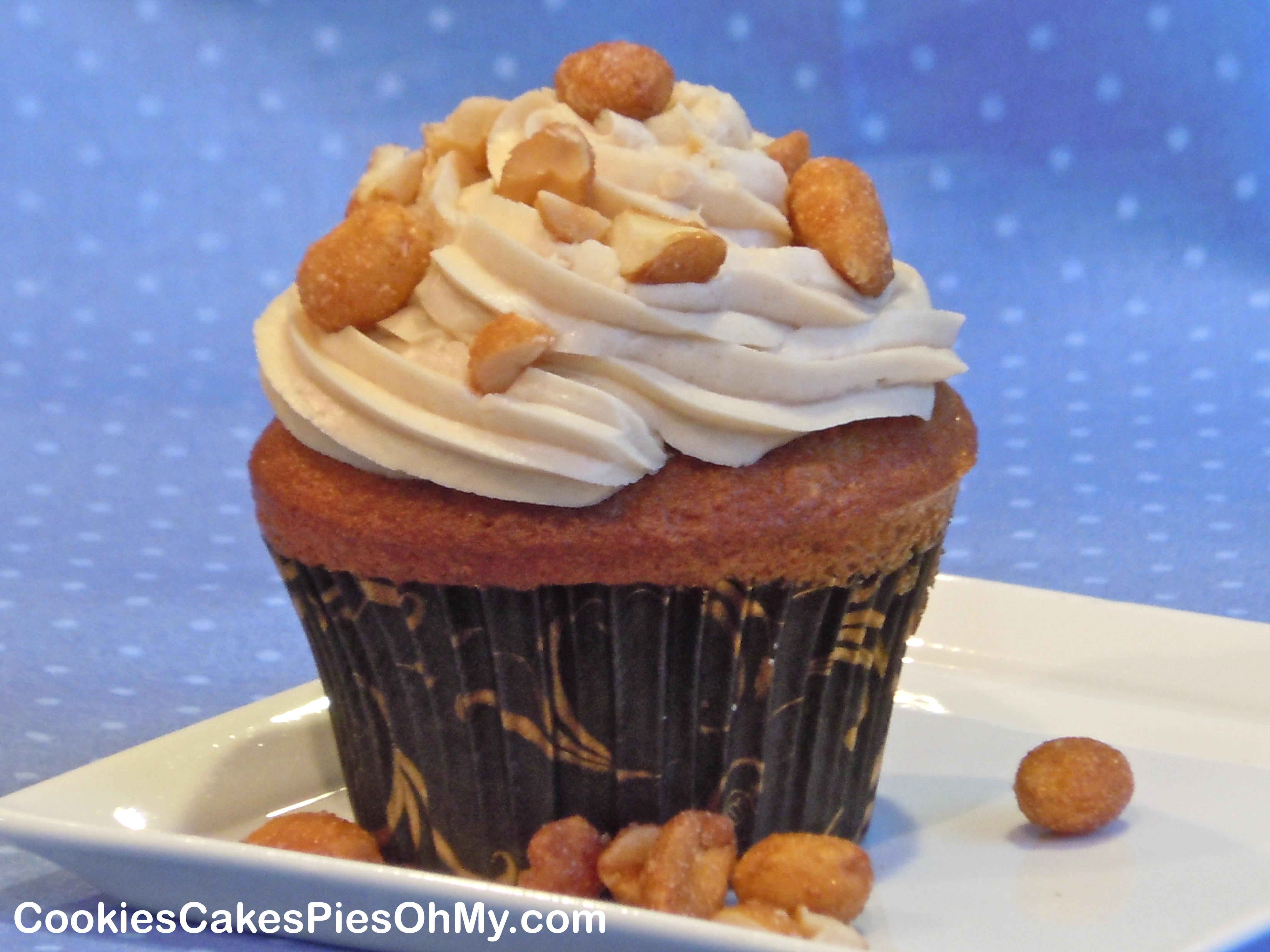 Peanut Butter Banana Cupcakes with Peanut Butter Buttercream Frosting