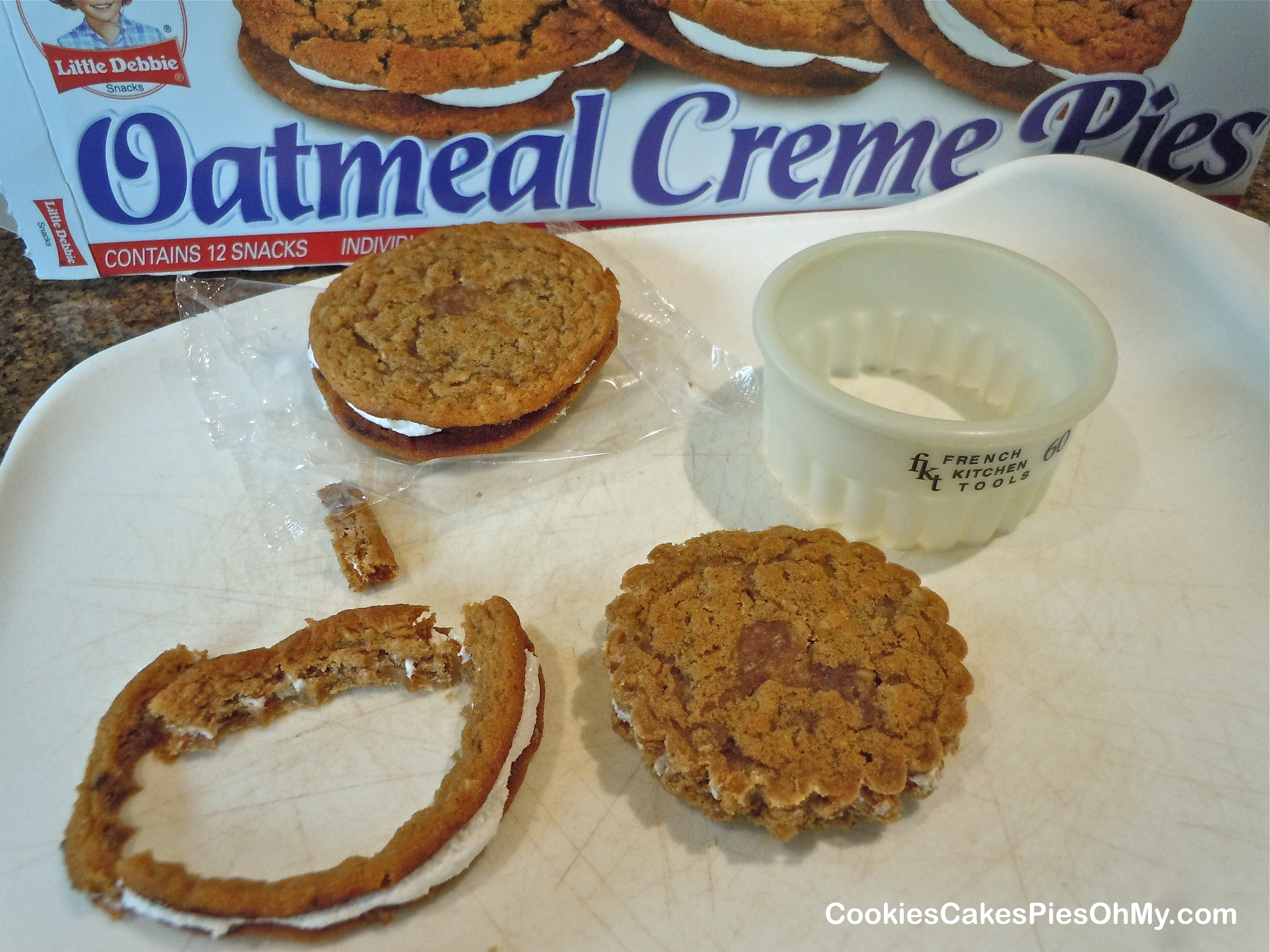 Oatmeal Creme Pie Cupcakes | CookiesCakesPiesOhMy